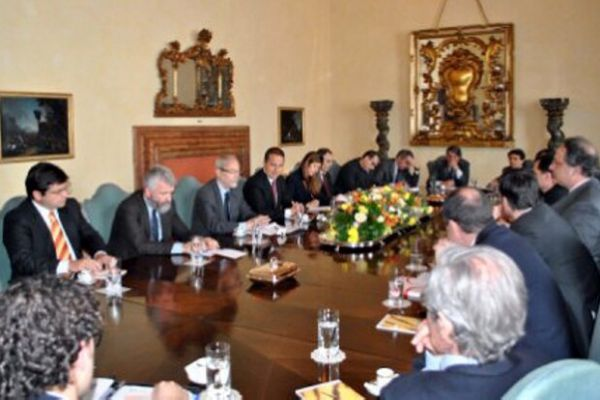 riunione-ambasciata031ECF6A-B23F-3546-F38C-17E4B7C7381F.jpg